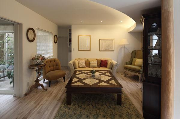 『M邸』4LDKから2世帯住宅へリノベーションの部屋 親世帯-アンティークインテリアのリビング
