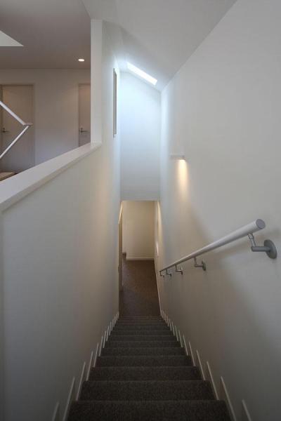 『M邸』4LDKから2世帯住宅へリノベーション (トップライトのある階段室)