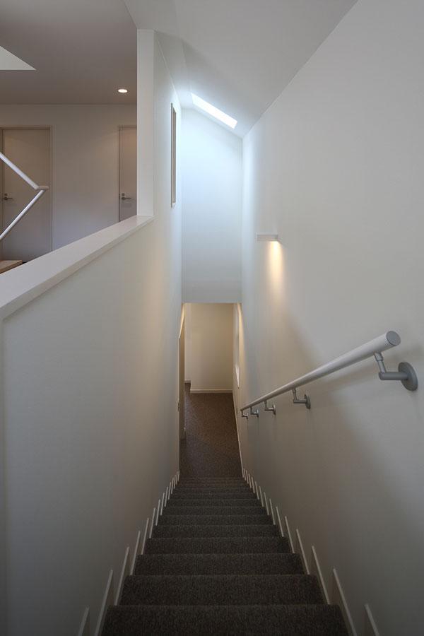 『M邸』4LDKから2世帯住宅へリノベーションの部屋 トップライトのある階段室