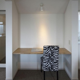 『M邸』4LDKから2世帯住宅へリノベーション (子世帯-リビング内のワークスペース)