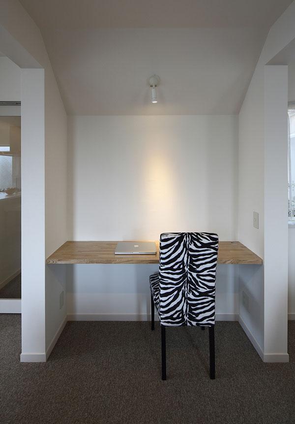 『M邸』4LDKから2世帯住宅へリノベーションの部屋 子世帯-リビング内のワークスペース