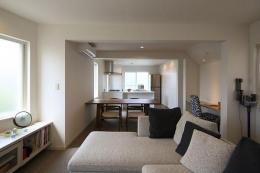 『M邸』4LDKから2世帯住宅へリノベーション (子世帯-明るく開放的なLDK)