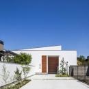 白い平屋住宅外観