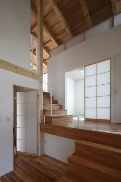 みどりのK邸 (ダイニングからホール、リビング、ロフトの眺め)