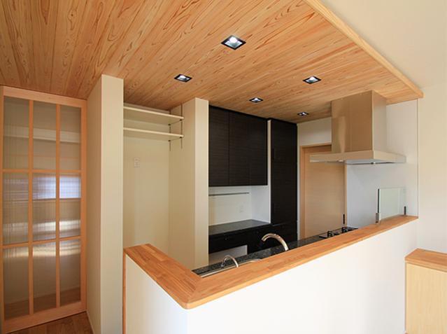 『souya』落ち着きのある和モダンな住まいの部屋 手元隠し壁のあるキッチン