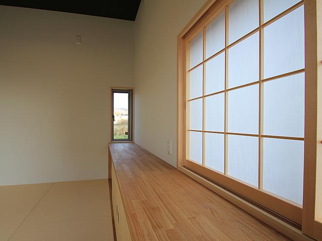 『souya』落ち着きのある和モダンな住まいの部屋 リビング-収納と障子戸