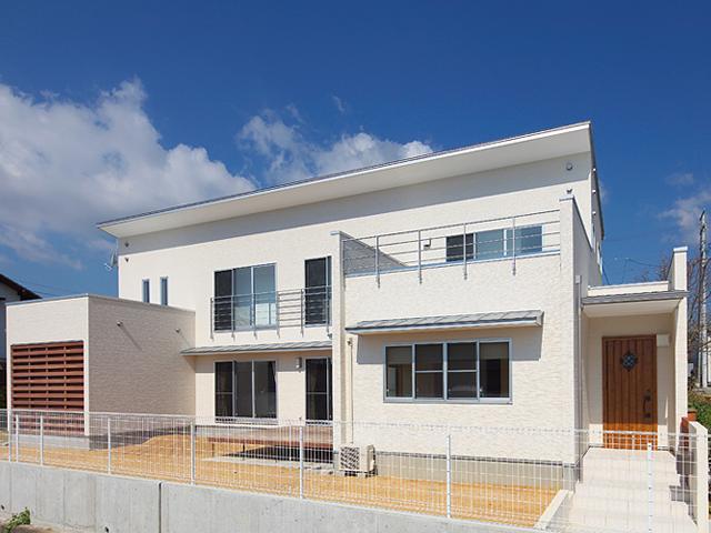 『keya』シンプルモダンな家の部屋 真っ白の外観