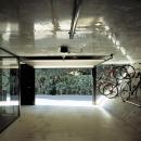 自転車をディスプレイできるガレージ