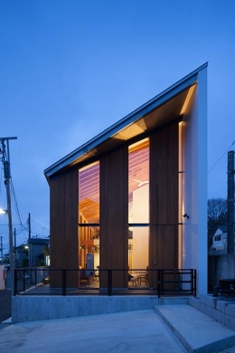 『東松戸の家』寛ぎ大空間リビングの住まい (真横から見た外観)