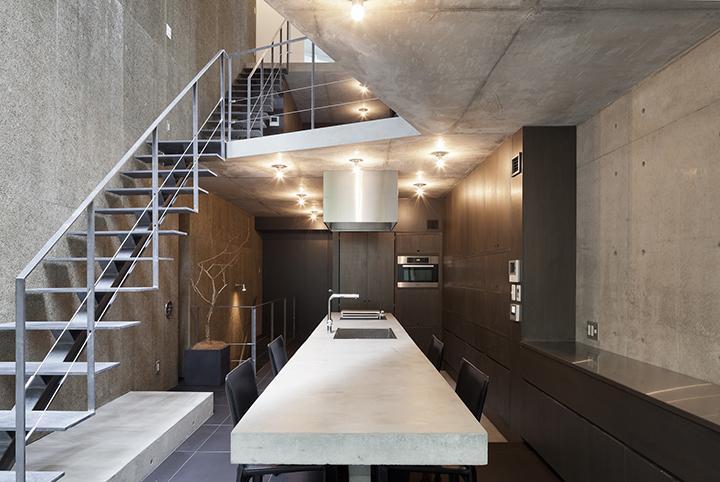 田辺芳生「『外神田の家』コンクリート打ち放しのクールな住まい」