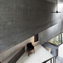 『外神田の家』コンクリート打ち放しのクールな住まい-吹き抜け空間でつながる1階と2階