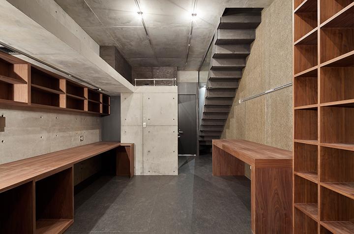 『外神田の家』コンクリート打ち放しのクールな住まいの部屋 コンクリート打ち放しのクールな書斎