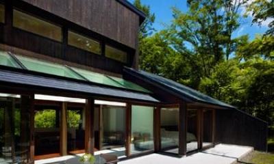 自然に囲まれたテラス|『軽井沢の別荘 K邸』憩いのセカンドハウス