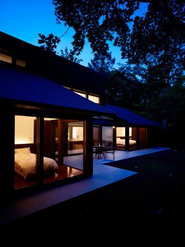 『軽井沢の別荘 K邸』憩いのセカンドハウスの写真 外観-夜景