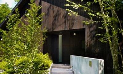 緑に囲まれたアプローチ|『軽井沢の別荘 K邸』憩いのセカンドハウス