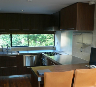 『大谷HOUSE』都心で緑を感じられる住まい (緑を感じられるキッチン)