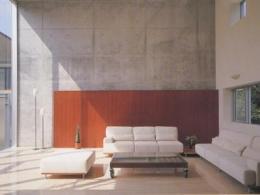 『岡崎邸』ロの字型の壁式コンクリートフレームの住まい (コンクリート打ち放しの吹き抜けリビング)