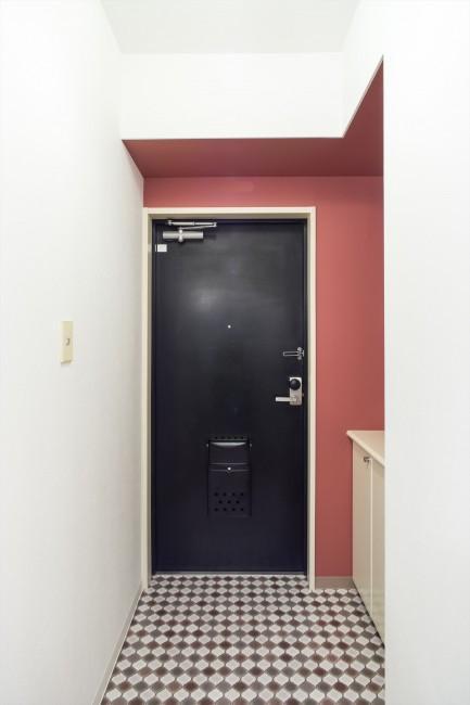 『埼玉県羽生市K邸』猫のための楽園♪賃貸リノベーションの写真 ダイヤ柄タイル床の玄関