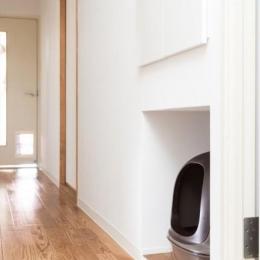 『埼玉県羽生市K邸』猫のための楽園♪賃貸リノベーション (廊下のへこみに猫用トイレを収納)