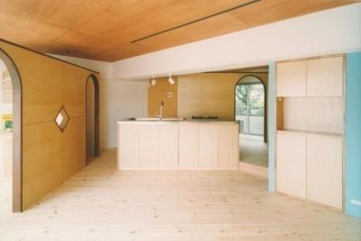 明るい開放的なLDK (中庭を望むダイニングのあるビンテージマンションリノベ:『桜台ビレジリノベーションvol.2』(横浜市青葉区))