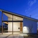 片流れ屋根の家-夜景