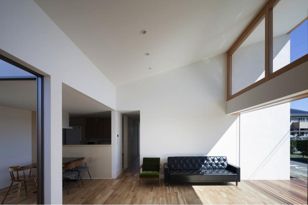 『5つのテラスの家』光と風を楽しむ住まいの部屋 明るい大空間LDK