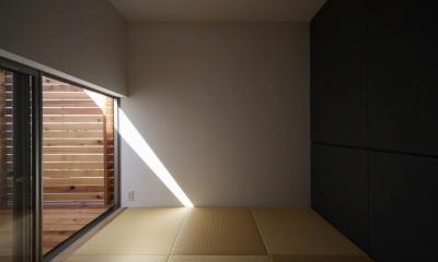 『5つのテラスの家』光と風を楽しむ住まい (坪庭テラス付き畳室)