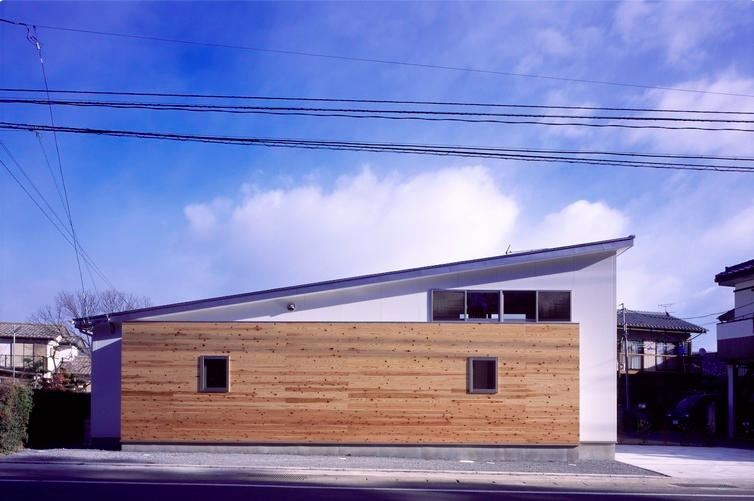 『囲む家』様々な表情のある、楽しく温かな住まいの写真 楽しく温かな住まい-外観