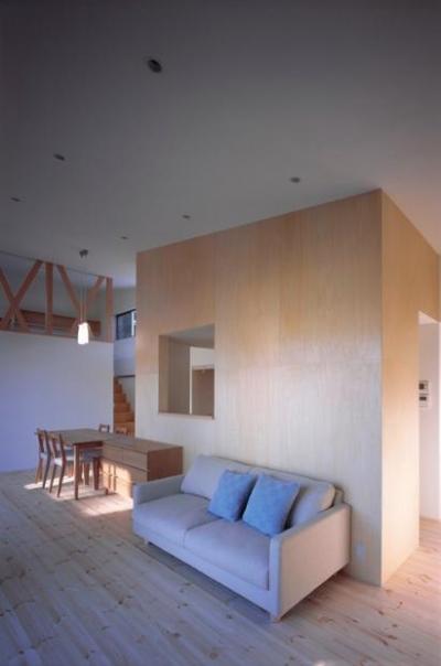 『囲む家』様々な表情のある、楽しく温かな住まい (ナチュラルなLDK)