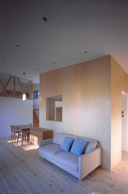 『囲む家』様々な表情のある、楽しく温かな住まいの写真 ナチュラルなLDK