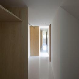 『須坂の家』大きな吹抜けと大きなテラスの住まい (大容量収納のクローゼット)