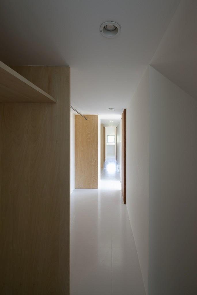『須坂の家』大きな吹抜けと大きなテラスの住まいの部屋 大容量収納のクローゼット