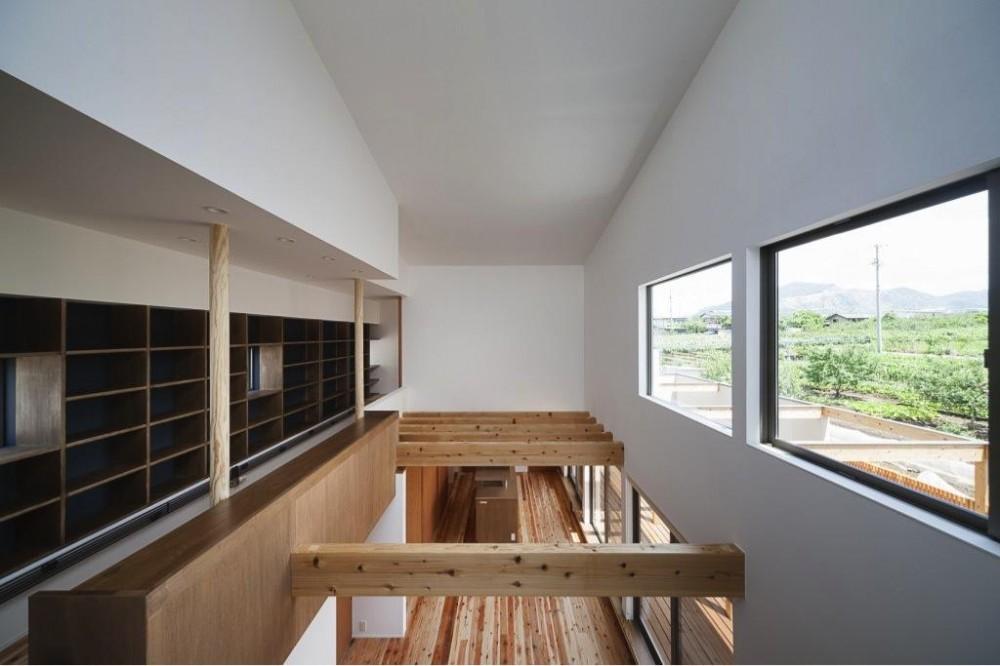 『須坂の家』大きな吹抜けと大きなテラスの住まい (吹き抜け部分-LDKを見下ろす)
