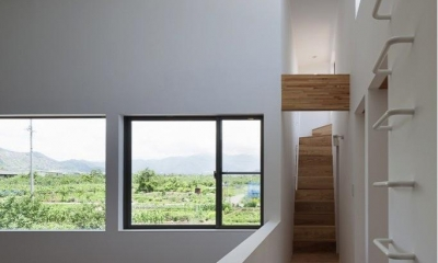 子供室への廊下|『須坂の家』大きな吹抜けと大きなテラスの住まい