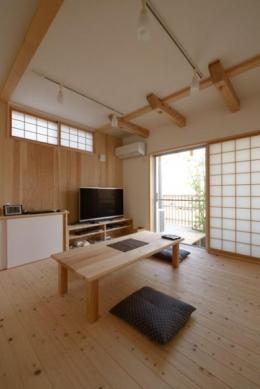『B/storage』本がたくさんあるシンプルな木の家 (木の温もり感じる和風リビング)