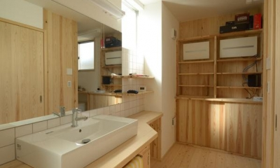 『B/storage』本がたくさんあるシンプルな木の家 (木の温もり感じる洗面所)