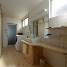 明るい開放的な洗面所