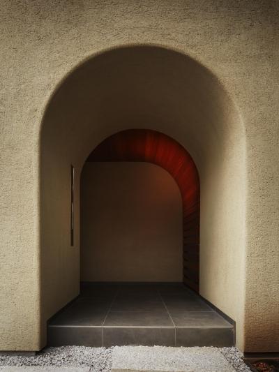 玄関ポーチ (東山の家)