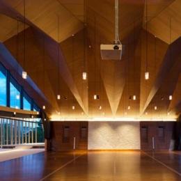 『ARWP』メインダイニングとホワイエを配した飲食施設 (メインダイニングルーム-1)