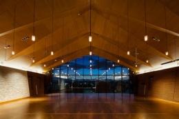 『ARWP』メインダイニングとホワイエを配した飲食施設 (メインダイニングルーム-2)