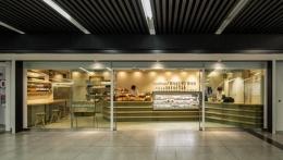 『cookhouse BAKERY BAR』カウンターのデザイン (ベーカリー全景)