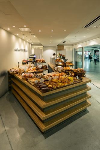 『cookhouse BAKERY BAR』カウンターのデザインの部屋 地形のように折れ曲がったカウンター2