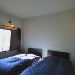 『菖蒲町の家/Country House』プロバンス風の週末住宅 (優しい光の入るベッドルーム)