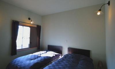 優しい光の入るベッドルーム|『菖蒲町の家/Country House』プロバンス風の週末住宅