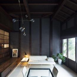 古民家の家/Traditional Japanese House with Modern Interior (白い床が映えるリビングダイニング)