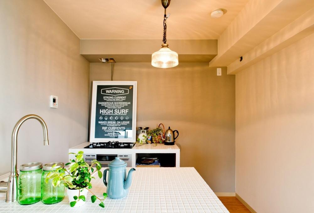 お部屋の魅力を存分に引き出す_中古マンションペイントリノベーション (キッチン)