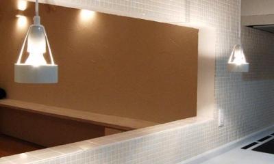 『O-house』L字型の住まい (タイル壁の独立型キッチン)