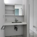 白で統一されたクールな洗面所
