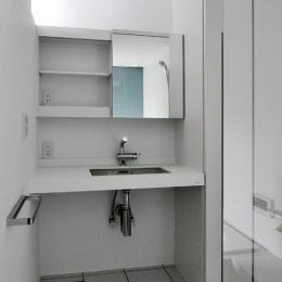 『DOMA』光・風・景色を楽しむ住まい-白で統一されたクールな洗面所