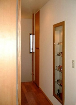 『鳴海町の家』築20年の家の増改築 (ニッチ棚のある廊下)